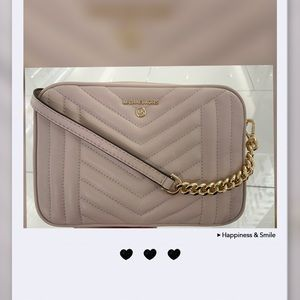 Micheal Kors crossbody in soft pink